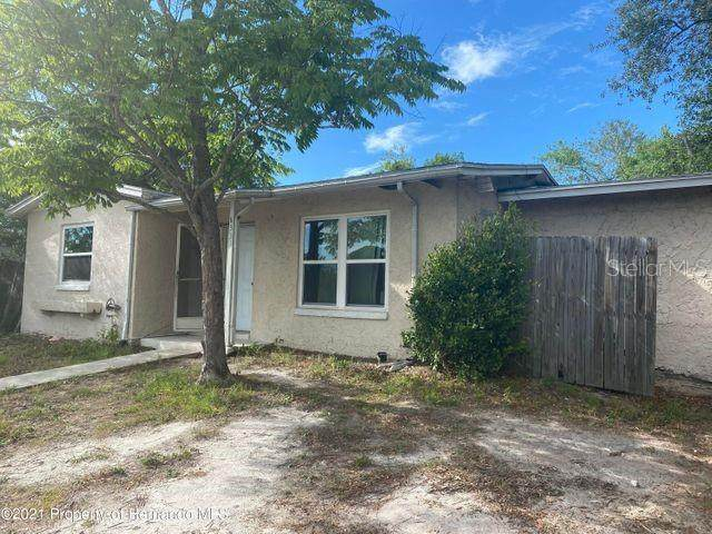 6331 Holiday Drive, Spring Hill, FL 34606 (MLS #W7834882) :: Kelli and Audrey at RE/MAX Tropical Sands