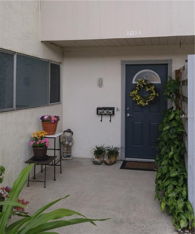 1011 Longfellow Circle, Sarasota, FL 34243 (MLS #A4183552) :: Medway Realty