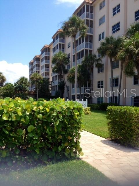 800 Benjamin Franklin Drive #202, Sarasota, FL 34236 (MLS #A4437508) :: Armel Real Estate