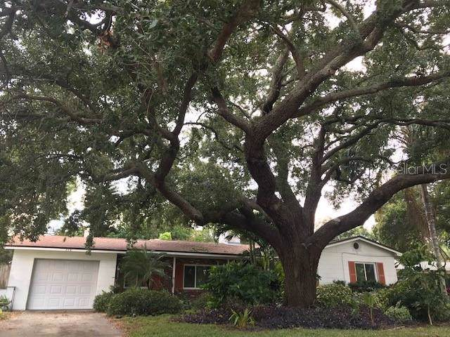 728 68TH Avenue S, St Petersburg, FL 33705 (MLS #A4452813) :: The Figueroa Team