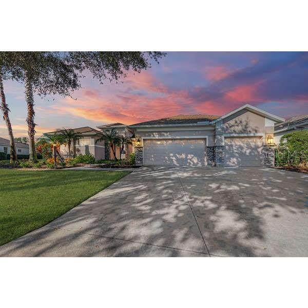 6477 Indigo Bunting Place, Lakewood Ranch, FL 34202 (MLS #A4489002) :: New Home Partners