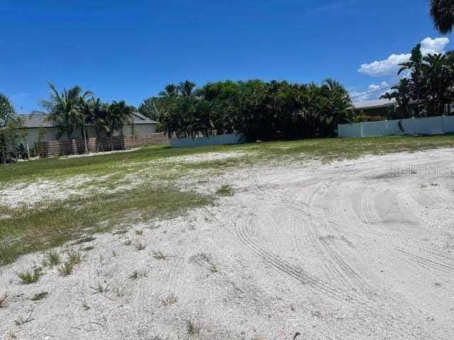 502 Key Royale Drive, Holmes Beach, FL 34217 (MLS #A4509141) :: GO Realty