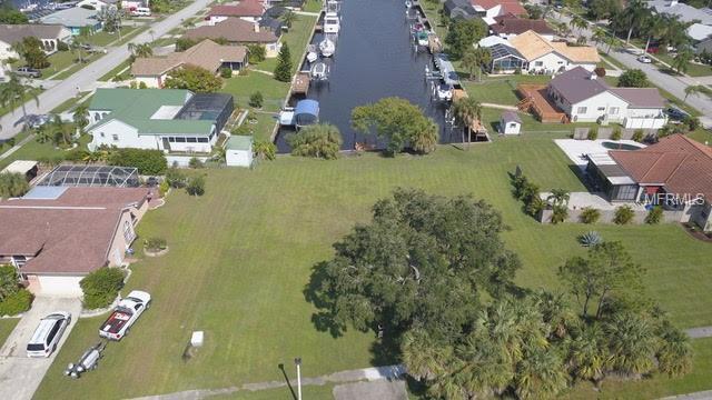 172 Cousley Drive SE, Port Charlotte, FL 33952 (MLS #C7407008) :: Premium Properties Real Estate Services