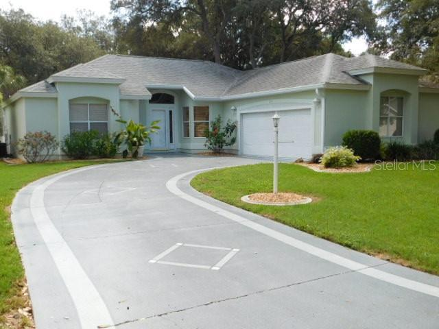 215 Del Rio Drive, The Villages, FL 32159 (MLS #G5017431) :: Realty Executives in The Villages