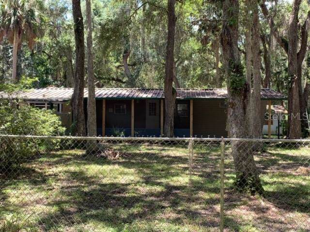 3260 Cr 418, Lake Panasoffkee, FL 33538 (MLS #G5018592) :: Griffin Group