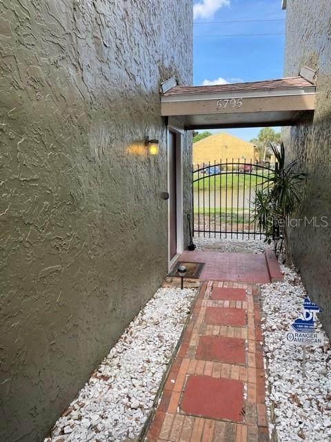 5795 Peregrine Avenue B13, Orlando, FL 32819 (MLS #O5940795) :: Coldwell Banker Vanguard Realty