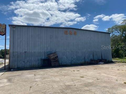 16590 S Hwy 25, Weirsdale, FL 32195 (MLS #OM619133) :: The Lersch Group