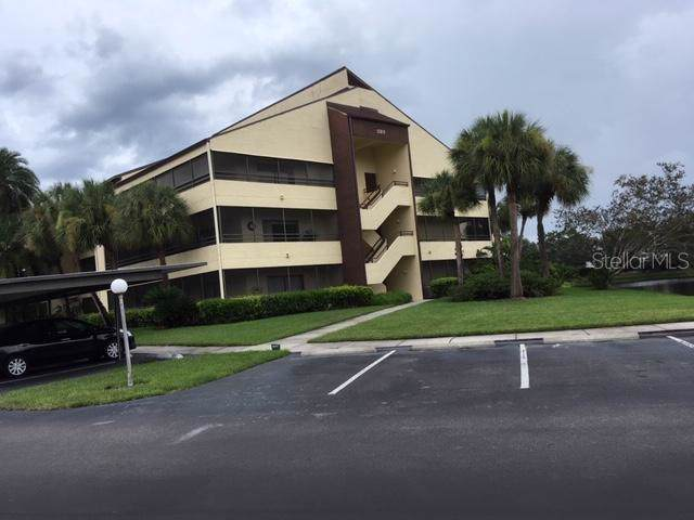 13610 S Village Drive #4101, Tampa, FL 33618 (MLS #T3190454) :: The Duncan Duo Team