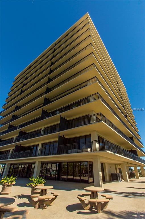 7650 Bayshore Drive #805, Treasure Island, FL 33706 (MLS #U7849617) :: The Lockhart Team