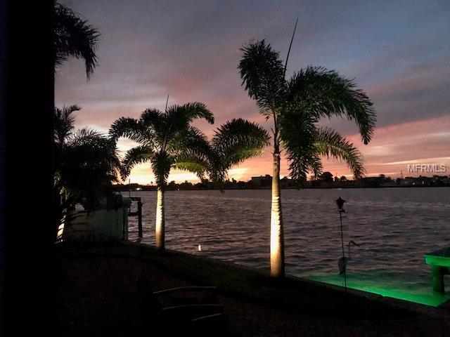 5820 Bikini Way S, St Pete Beach, FL 33706 (MLS #U8013211) :: The Lockhart Team