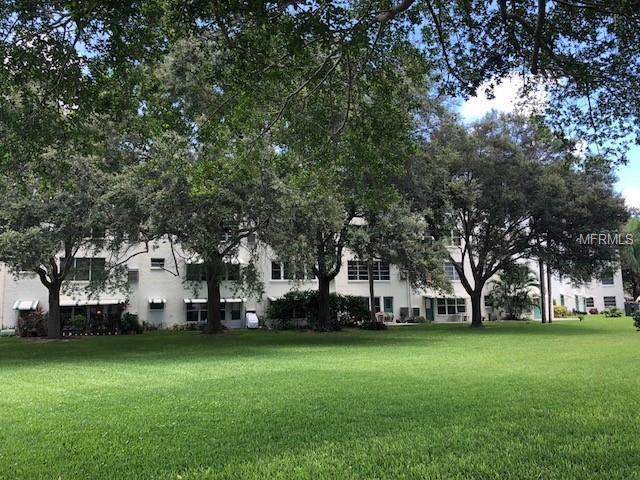 5725 80TH Street N #306, St Petersburg, FL 33709 (MLS #U8014894) :: The Duncan Duo Team
