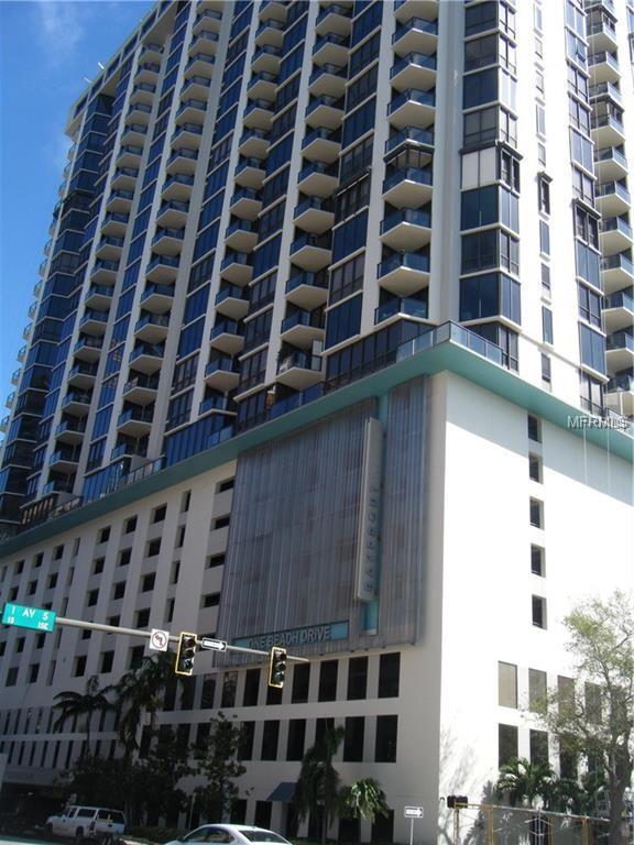1 Beach Drive SE #804, St Petersburg, FL 33701 (MLS #U8021364) :: The Lockhart Team