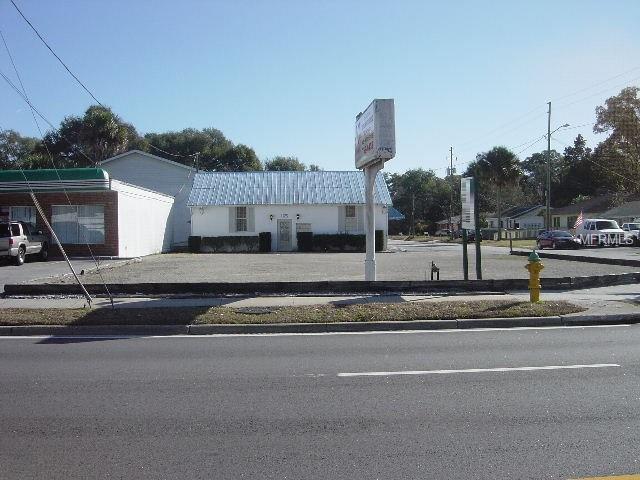 1125 N Woodland Boulevard, Deland, FL 32720 (MLS #V4907204) :: Florida Life Real Estate Group