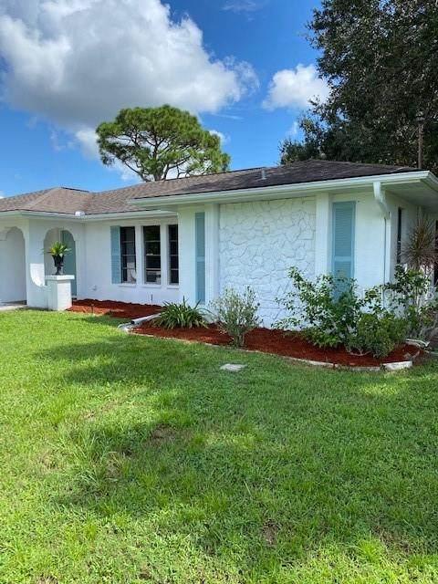 1112 Inverness Street, Port Charlotte, FL 33952 (MLS #A4472854) :: Heckler Realty