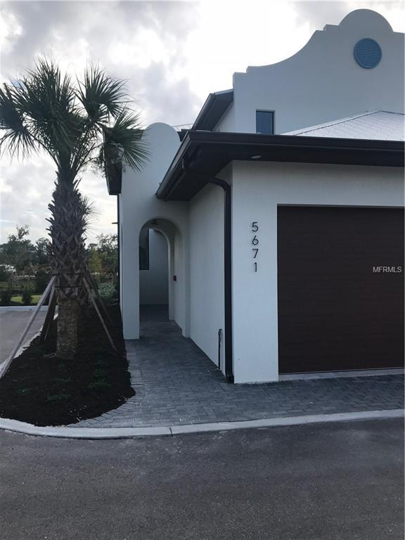 5693 N Honore Avenue #25, Sarasota, FL 34243 (MLS #T2924900) :: The Duncan Duo Team