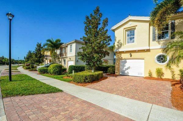 1412 Burgos Drive, Sarasota, FL 34238 (MLS #A4461881) :: Alpha Equity Team
