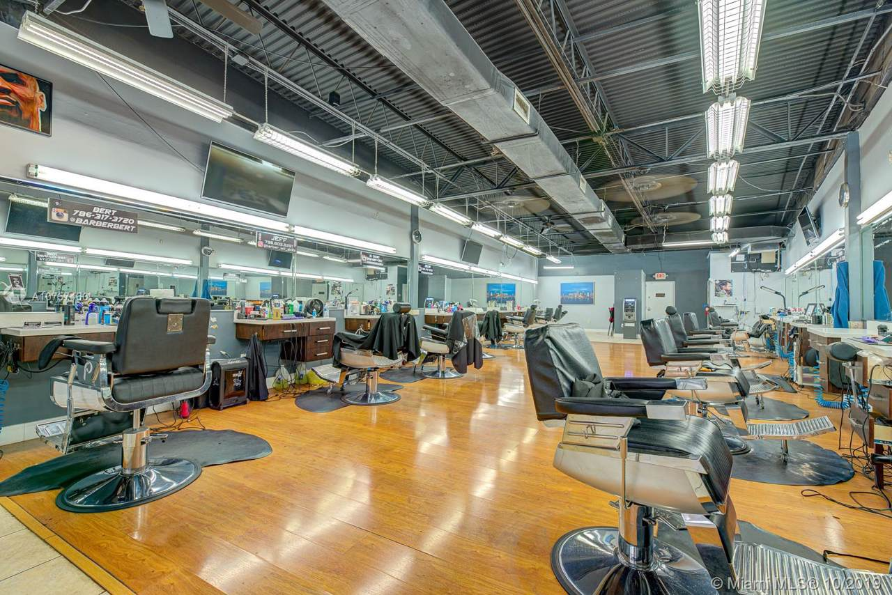 Barbershop In Miamilakes - Photo 1
