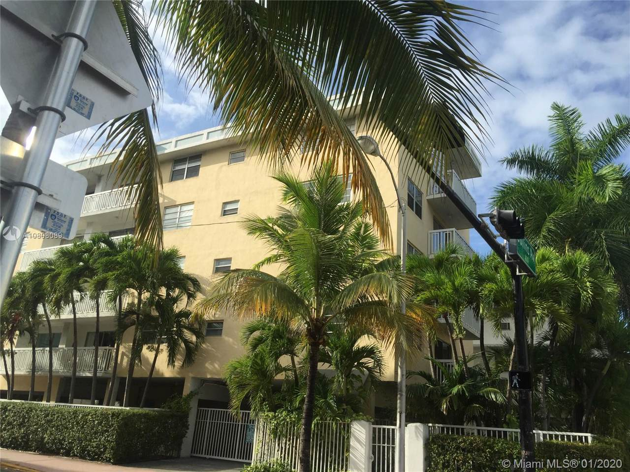 1357 Collins Ave - Photo 1