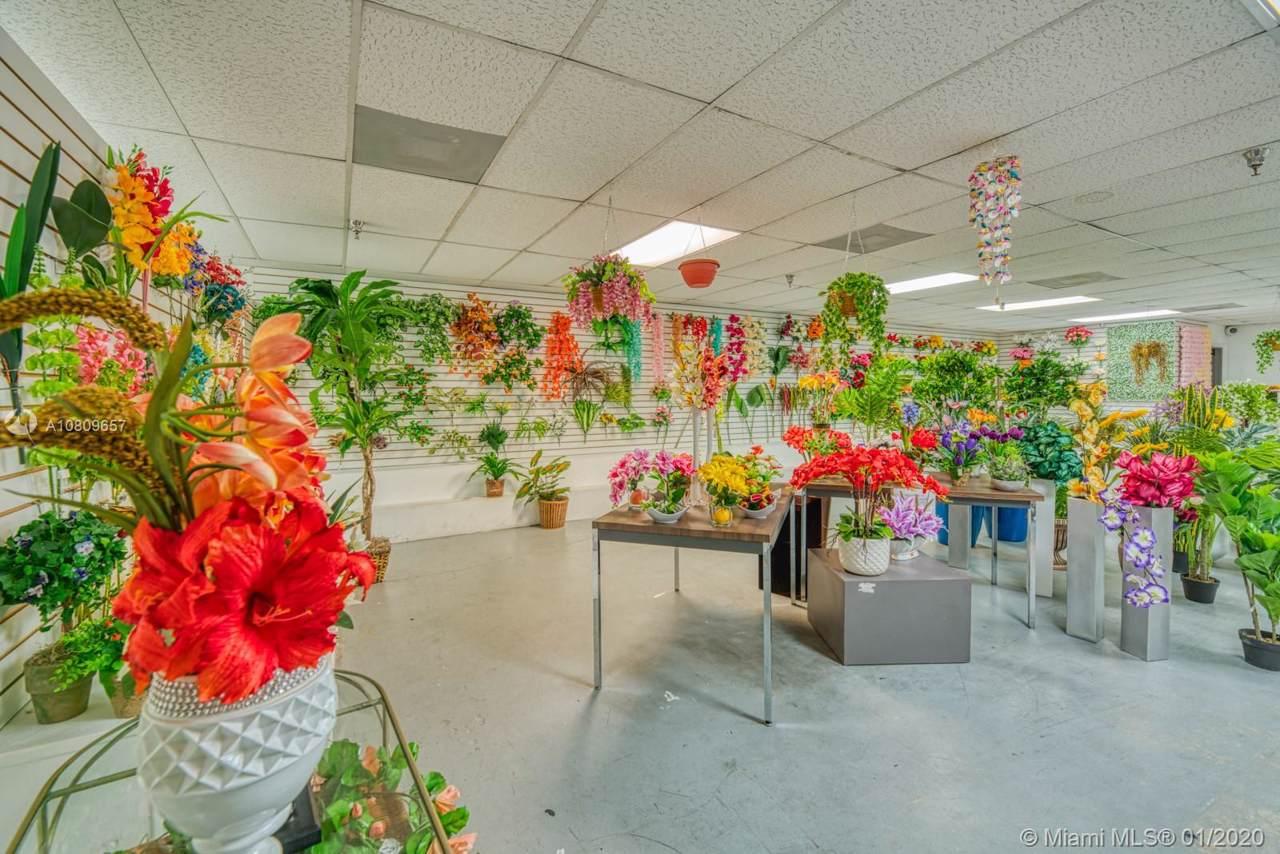 Artificial Flower Distribution - Photo 1