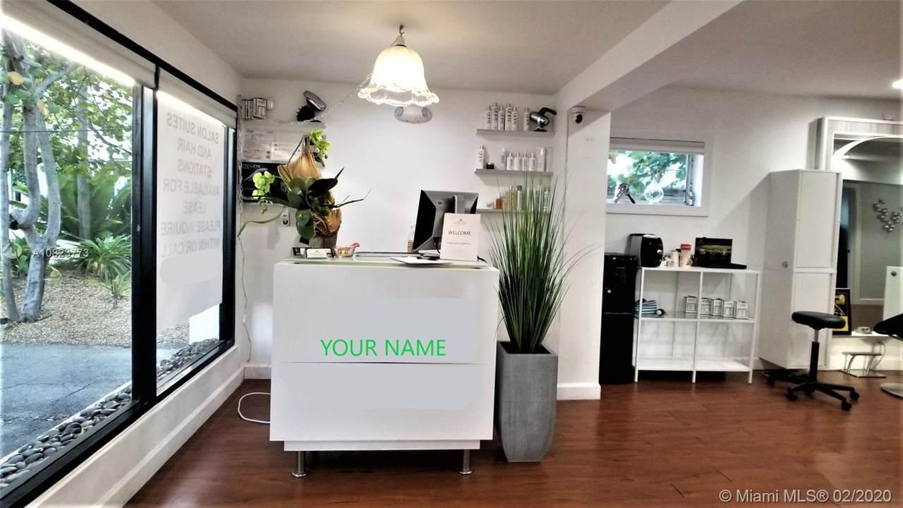 Hair salon Broward Blvd - Photo 1