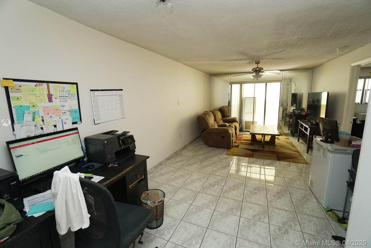 1334 Collins Ave - Photo 1