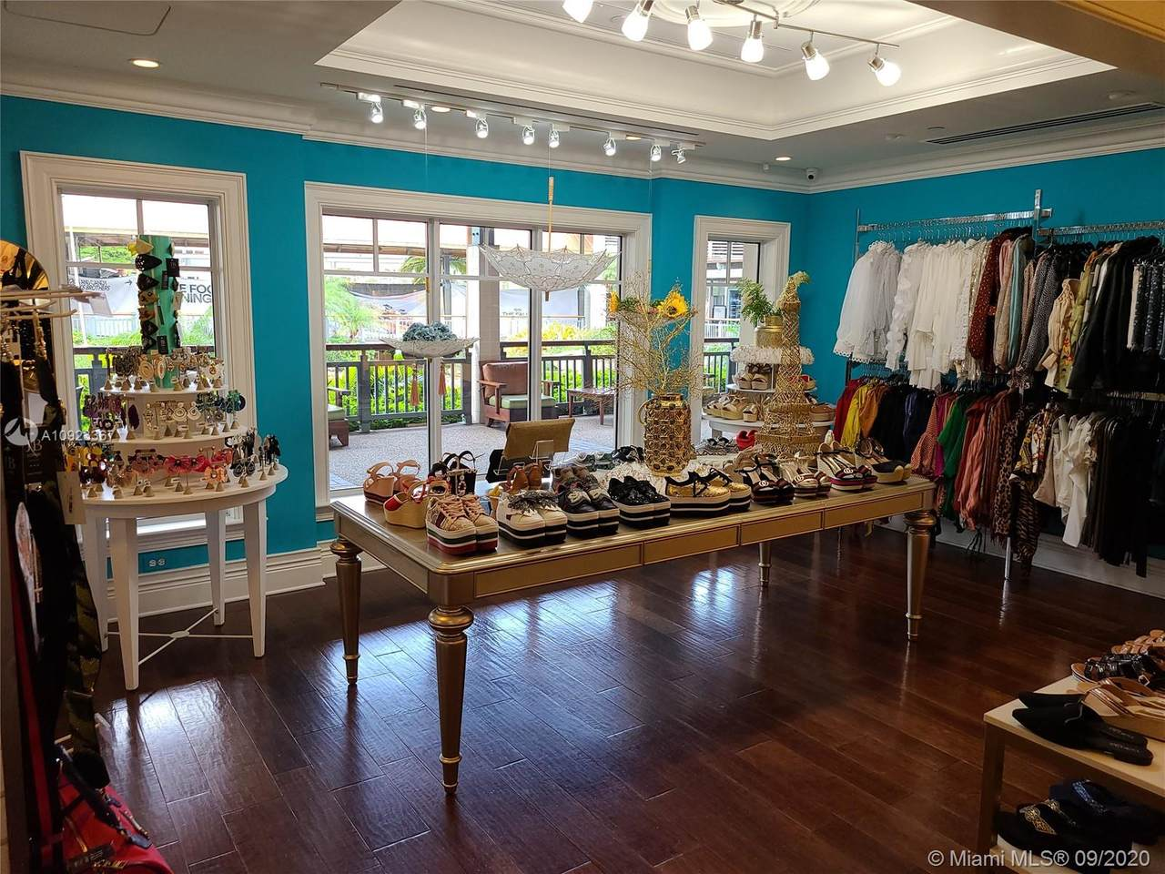 Clothing Boutique Retail - Photo 1
