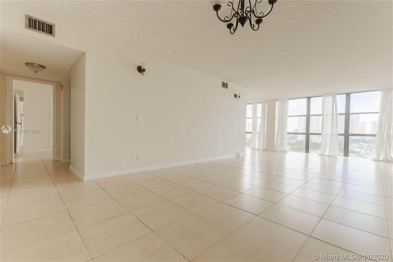 800 Parkview Dr - Photo 1