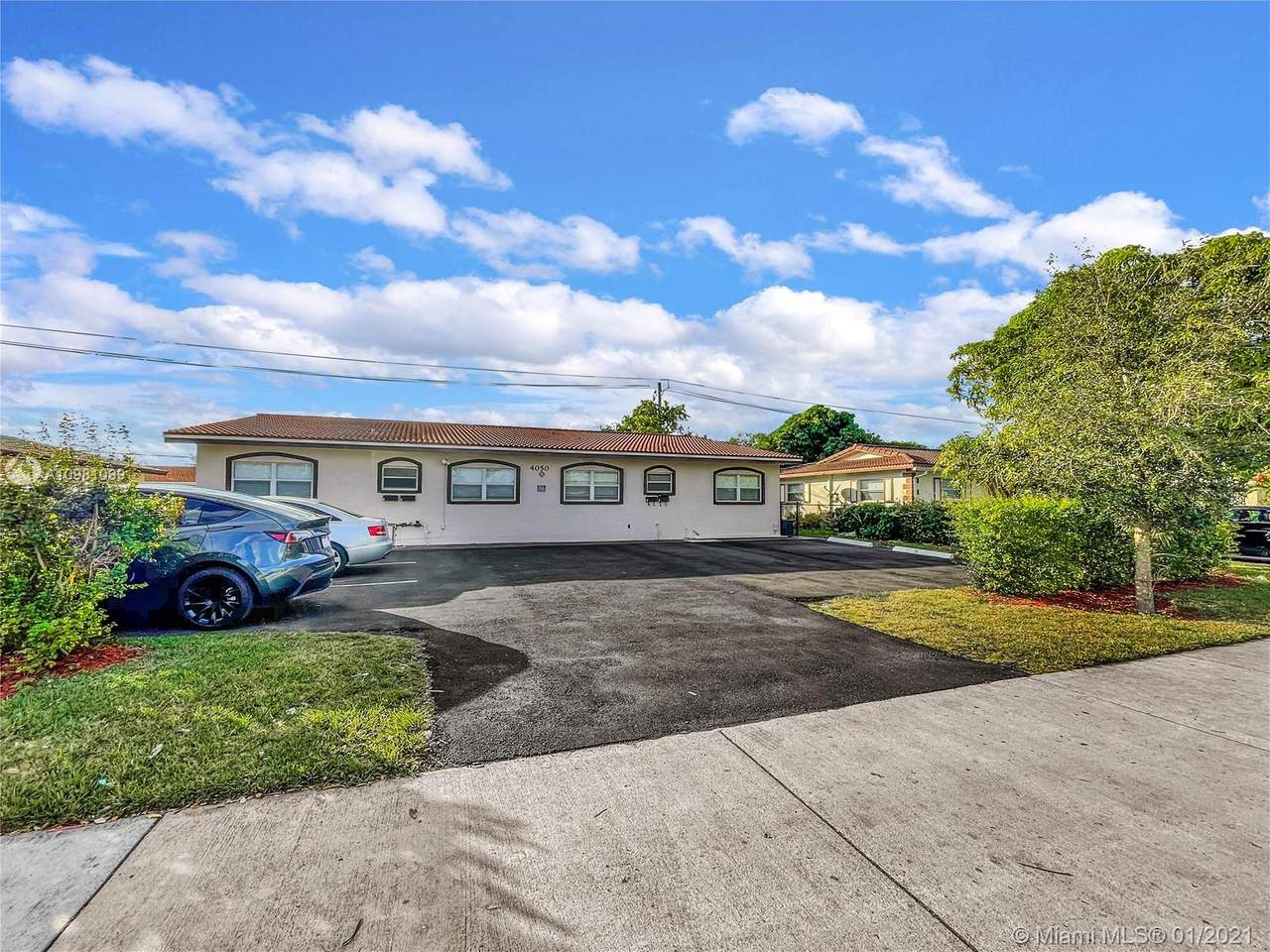 4050 Woodside Dr - Photo 1