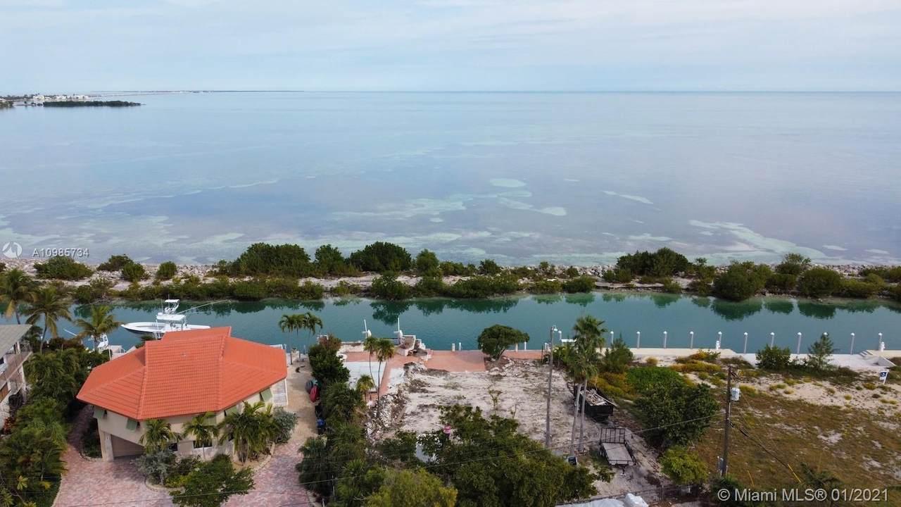 318 Seaview Cir - Photo 1