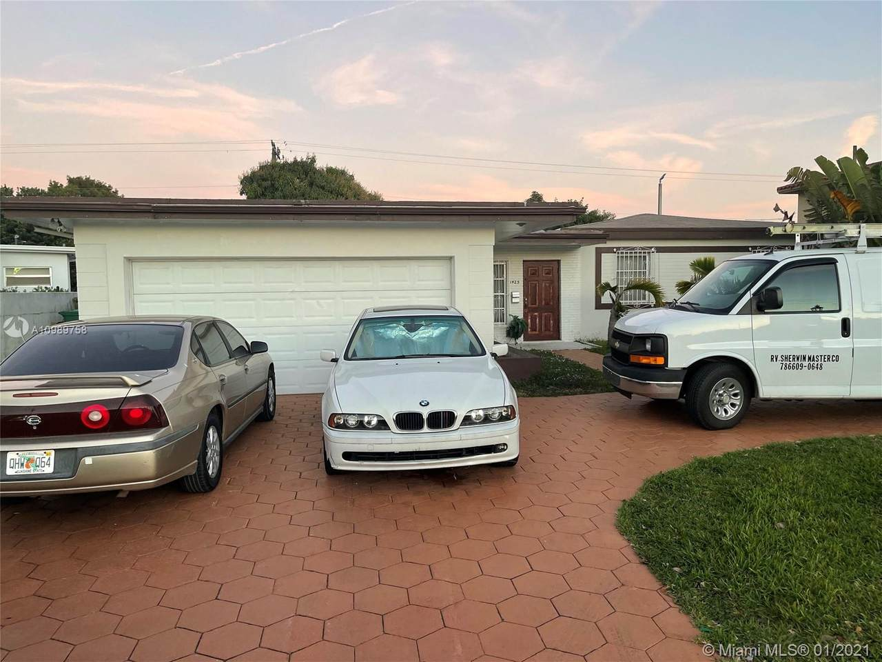 1425 87th Ave - Photo 1