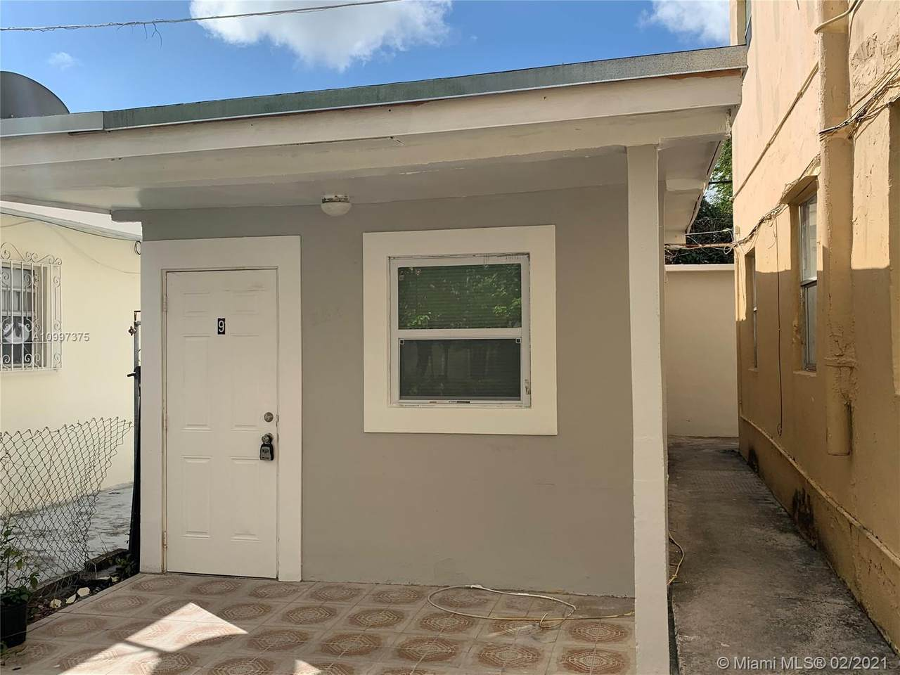 852 13th Ave - Photo 1