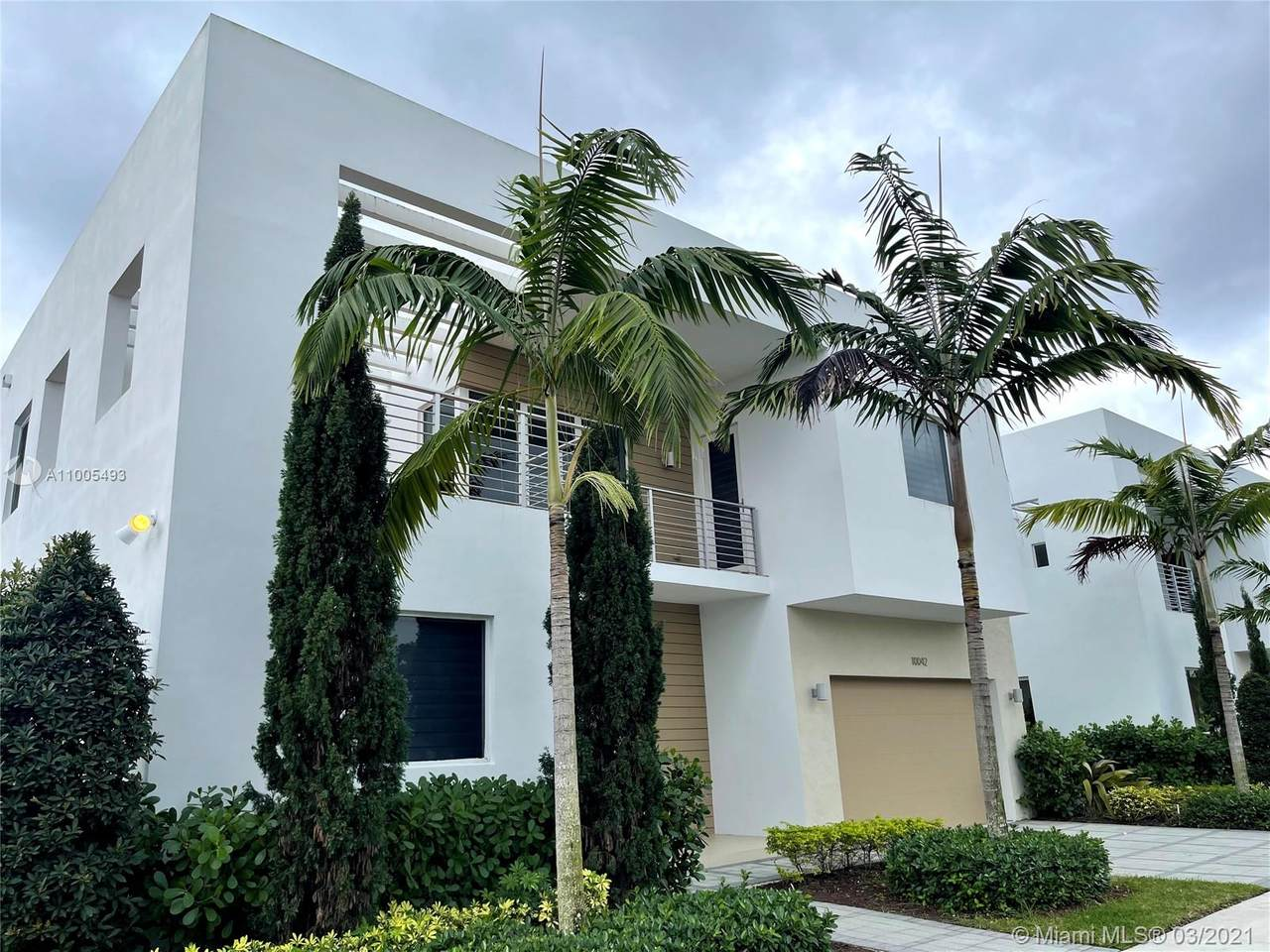 10042 76th Terrace - Photo 1