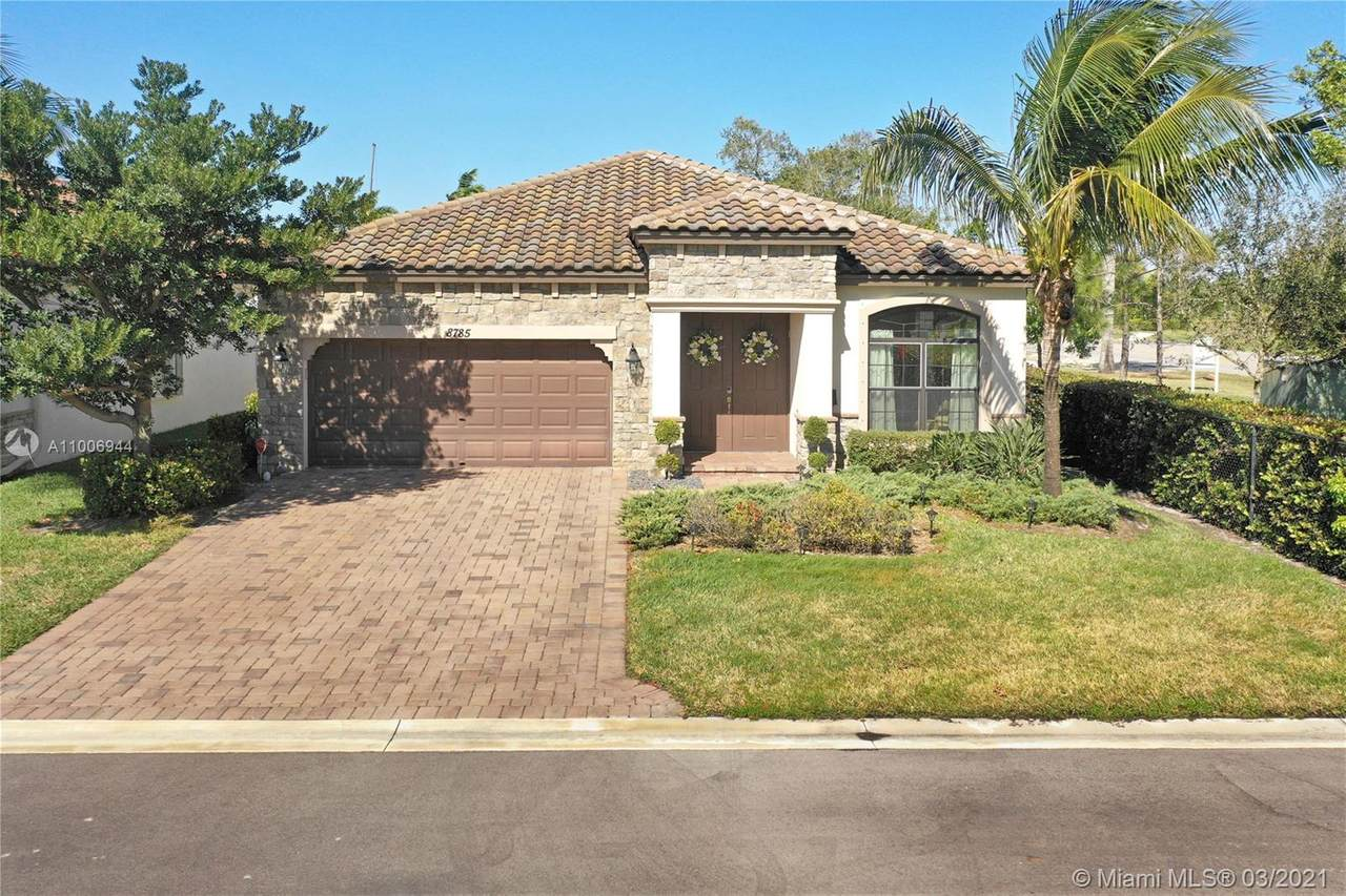 8785 Willow Cove Ln - Photo 1