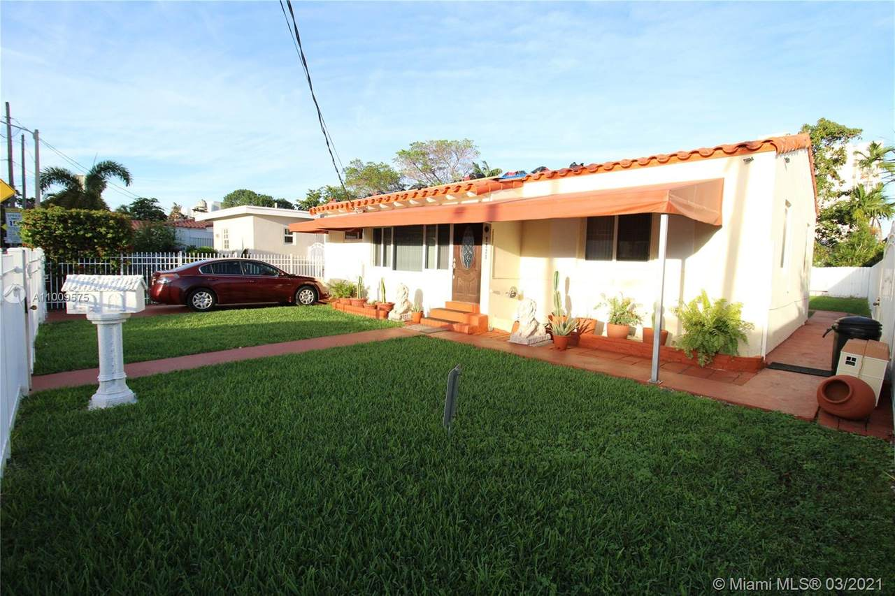 7821 Dickens Ave - Photo 1