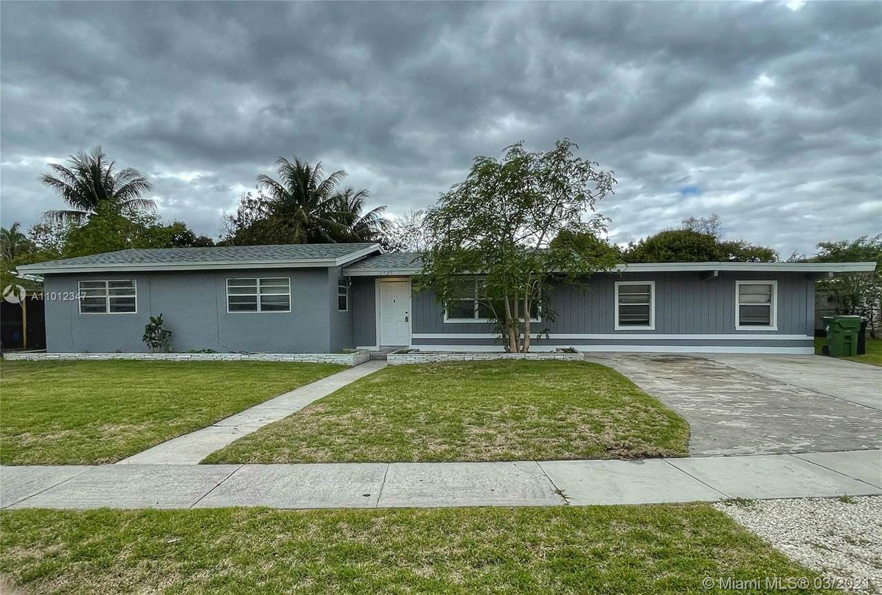 1725 10th Ave - Photo 1