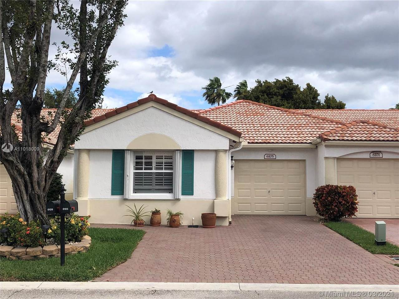 6105 Heliconia Rd - Photo 1