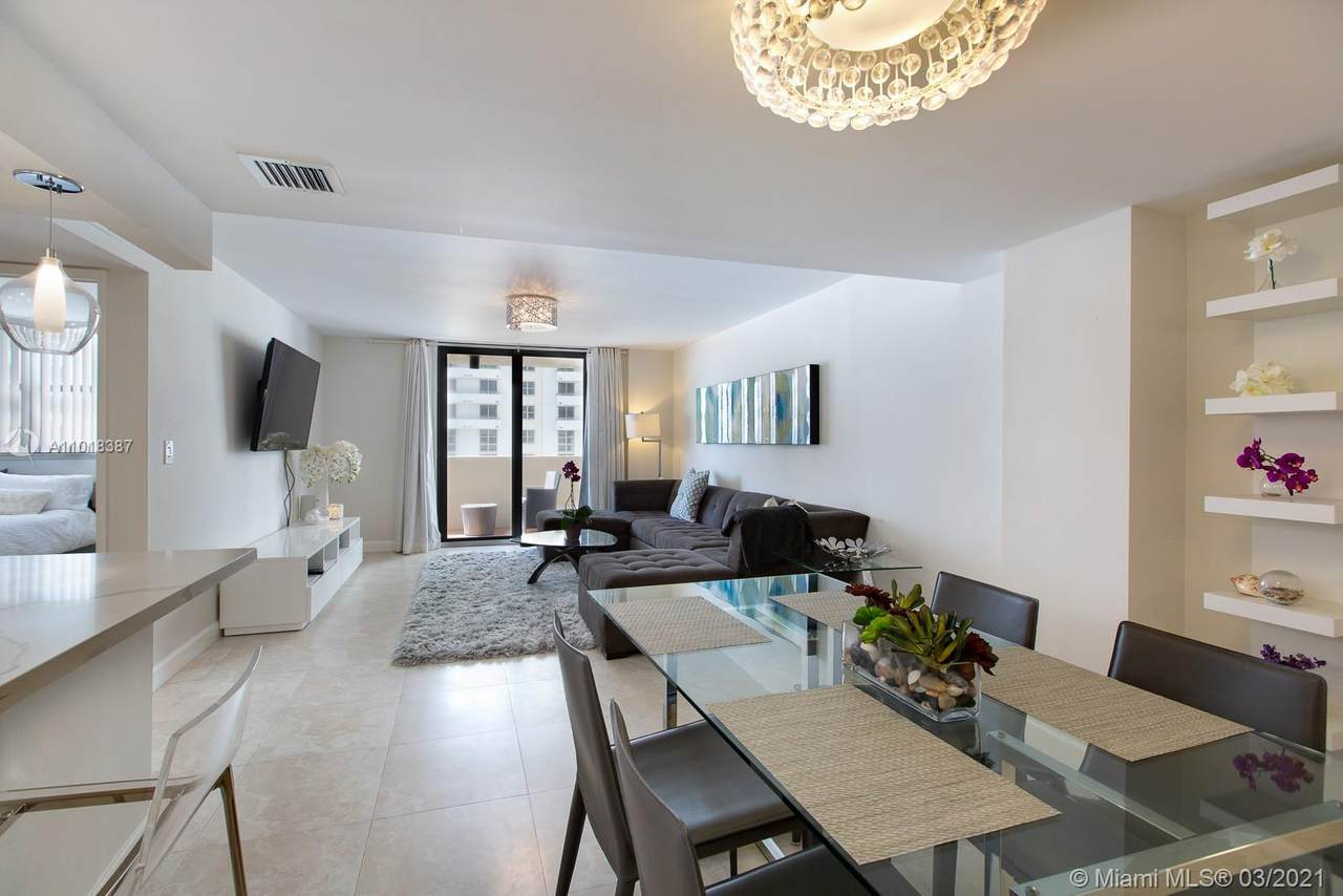 1621 Collins Ave - Photo 1