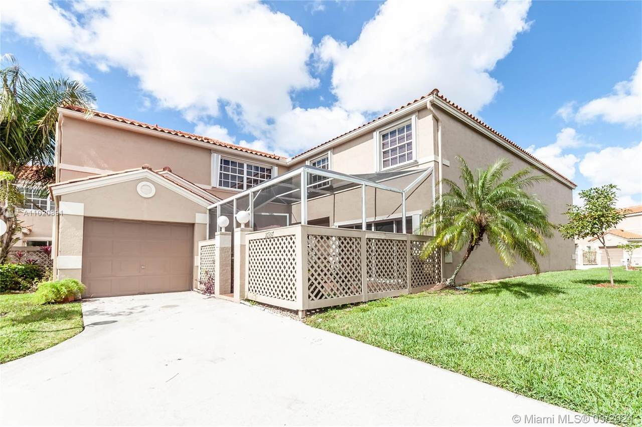 10957 Longboat Dr - Photo 1