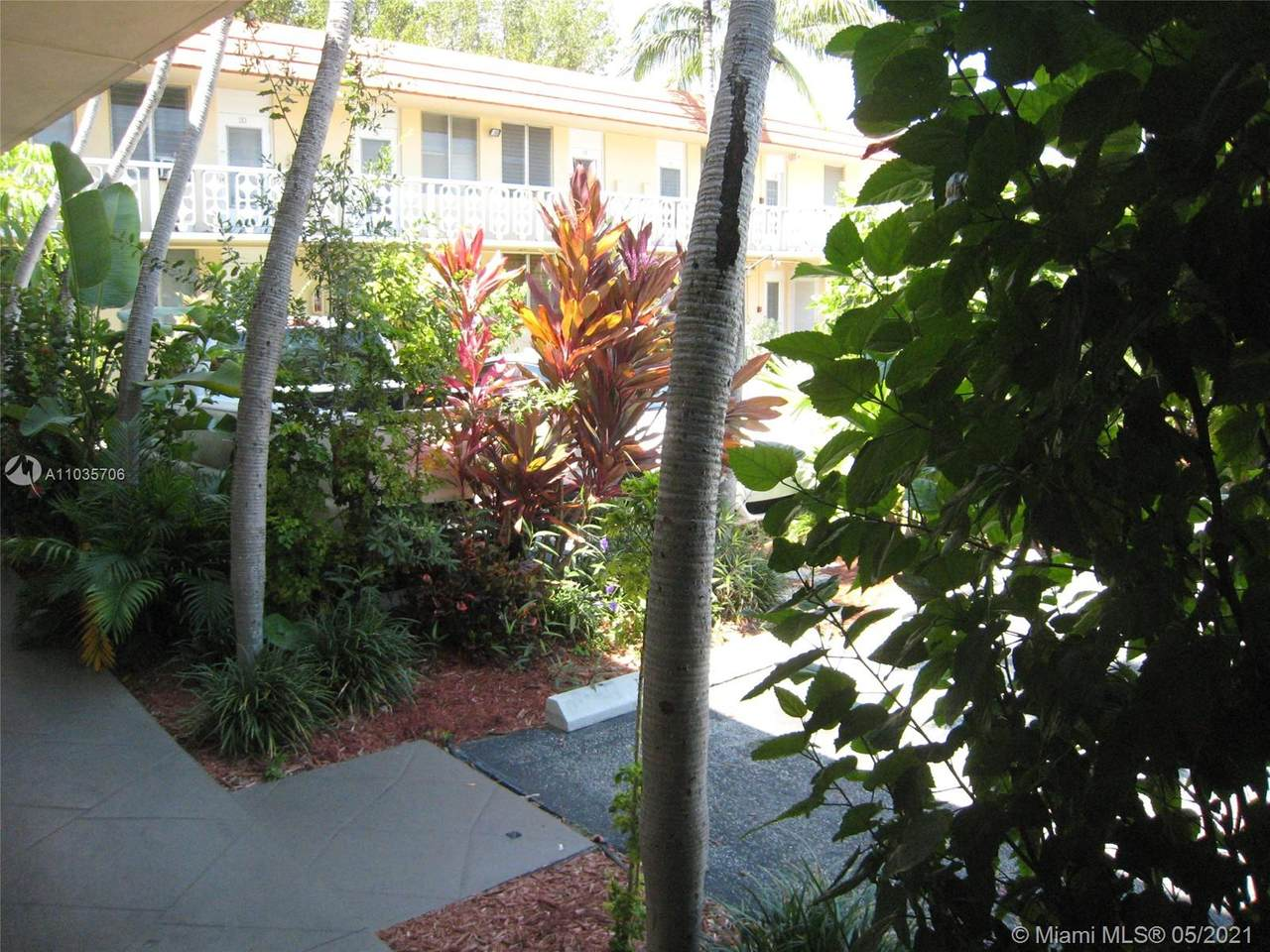 441 Collins Ave - Photo 1