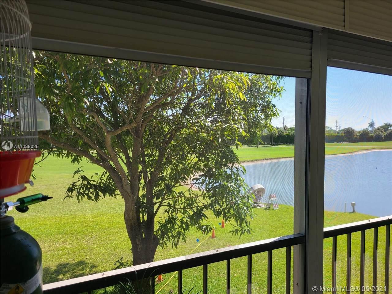9820 Hollybrook Lake Dr - Photo 1