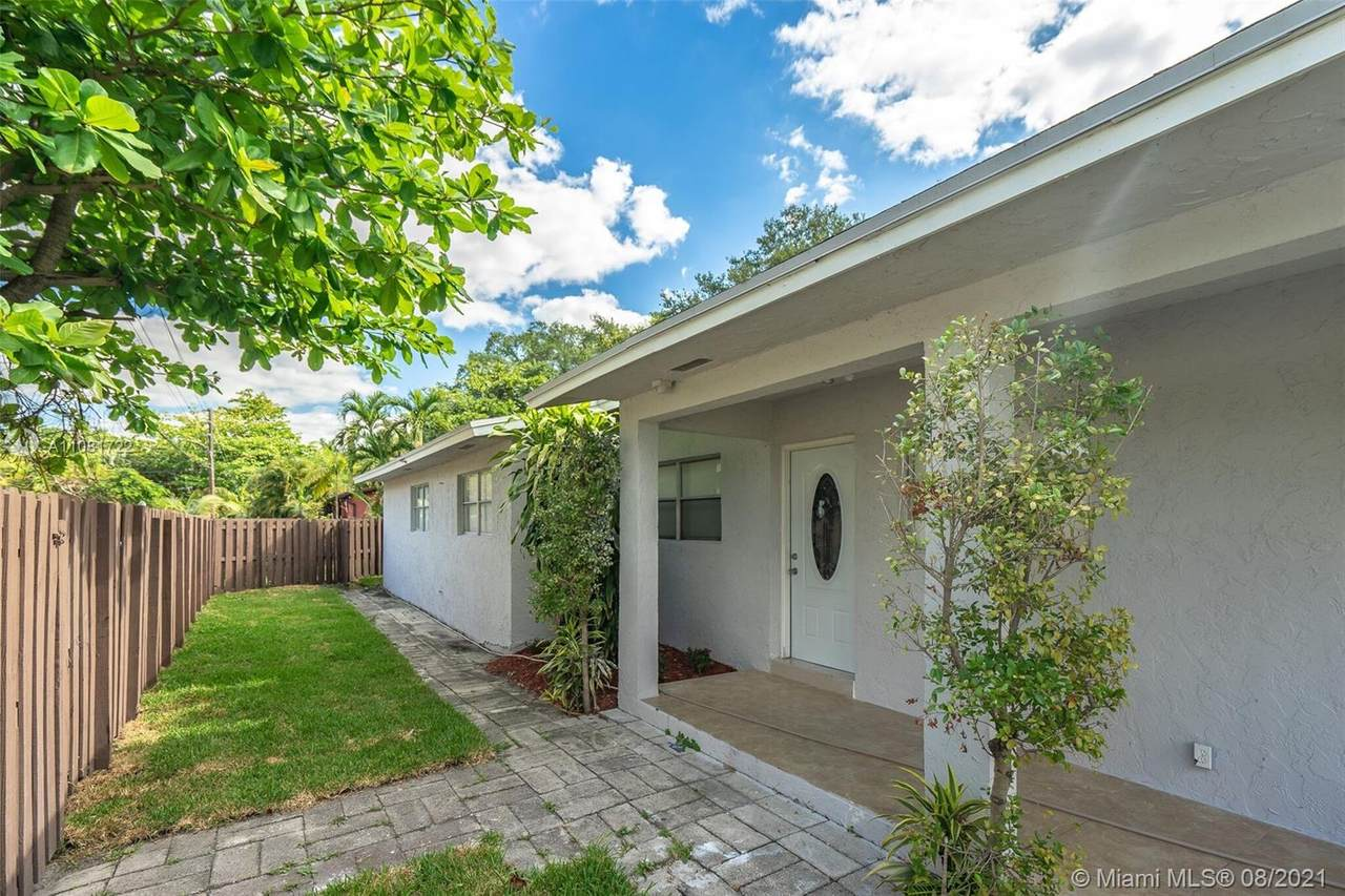 540 15th Ave - Photo 1