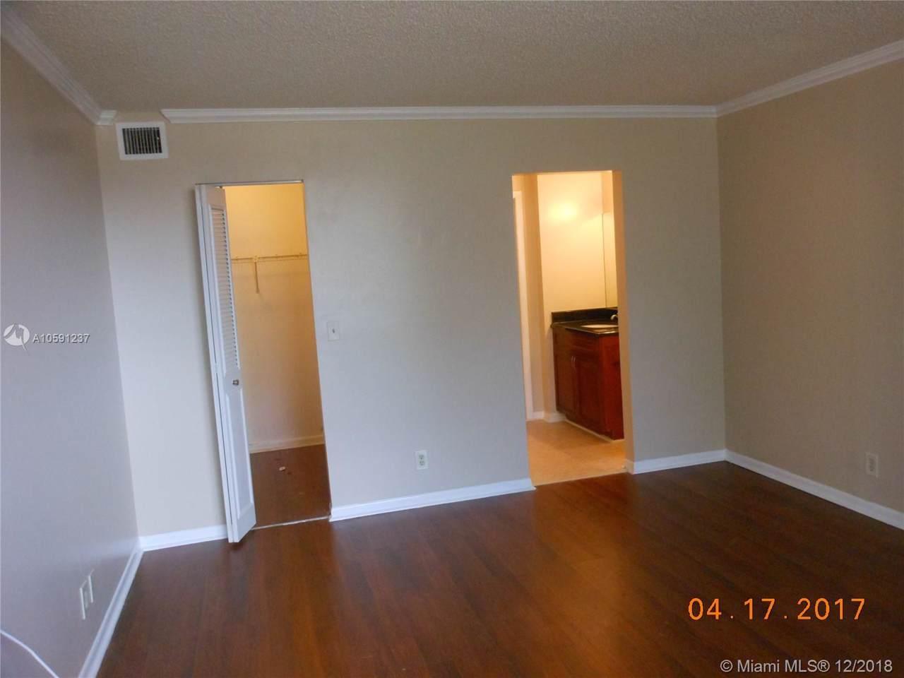 6475 Oakland Park Blvd - Photo 1