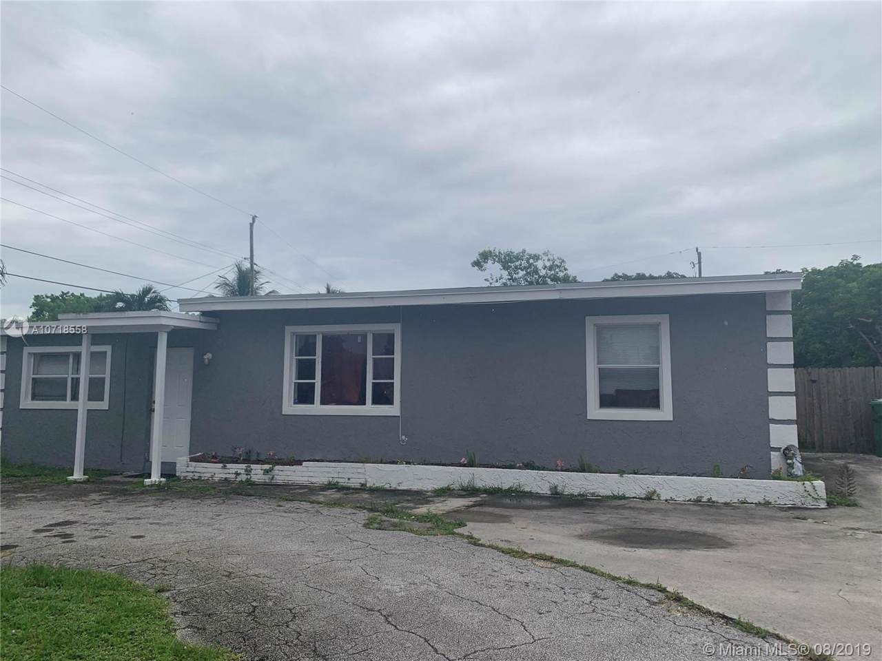 1025 Nw 11th Place - Photo 1