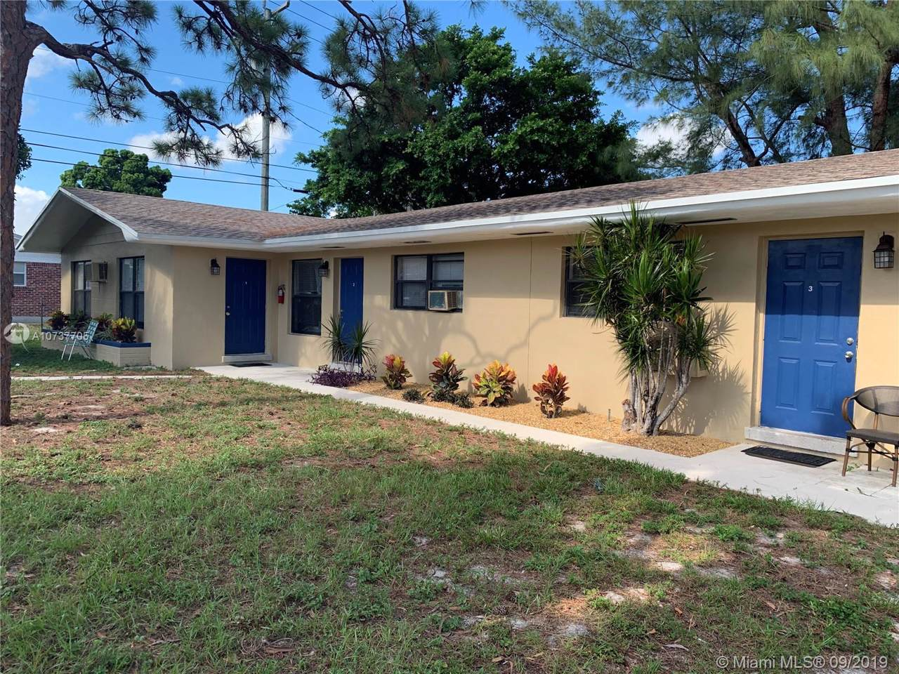 606 Bayberry Dr - Photo 1
