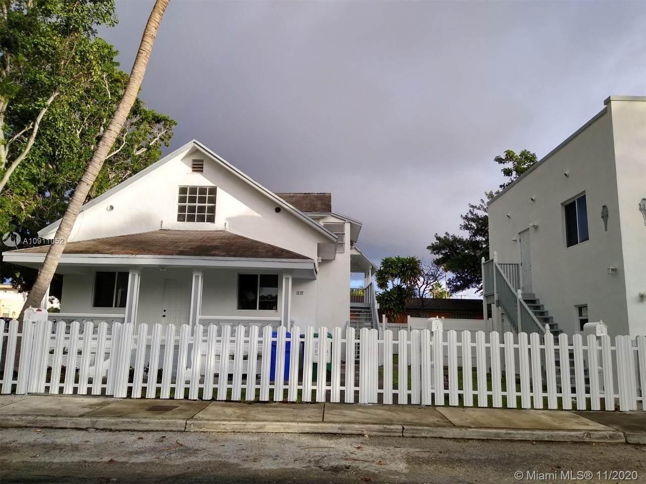 1237 10 Street - Photo 1