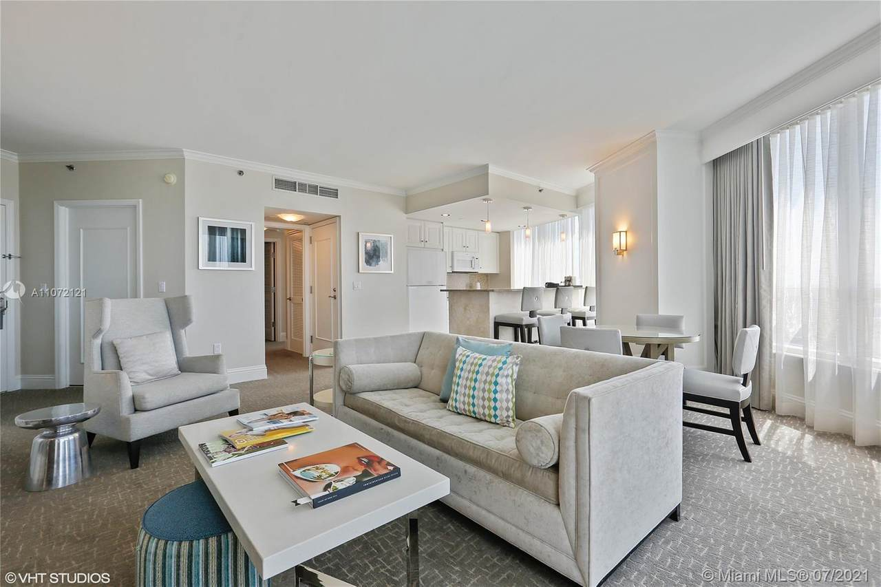 4401 Collins Ave - Photo 1
