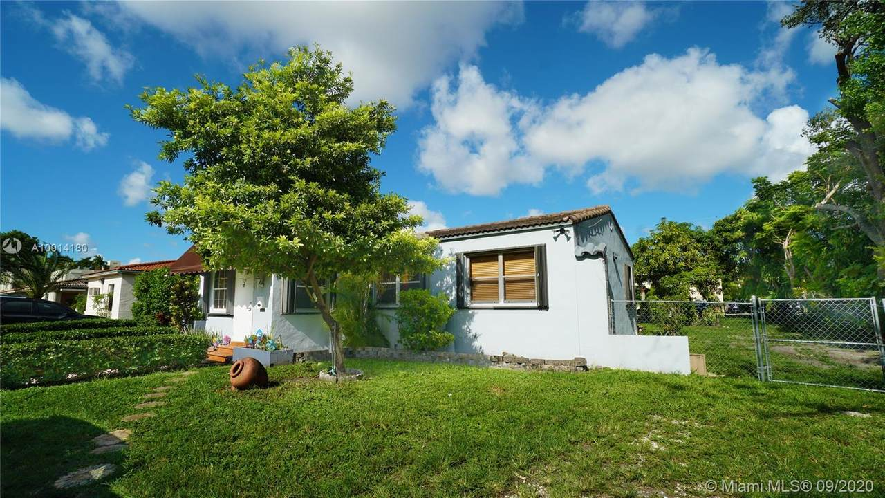 729 Red Rd - Photo 1