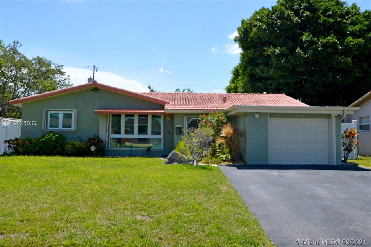 2208 40th Ave - Photo 1