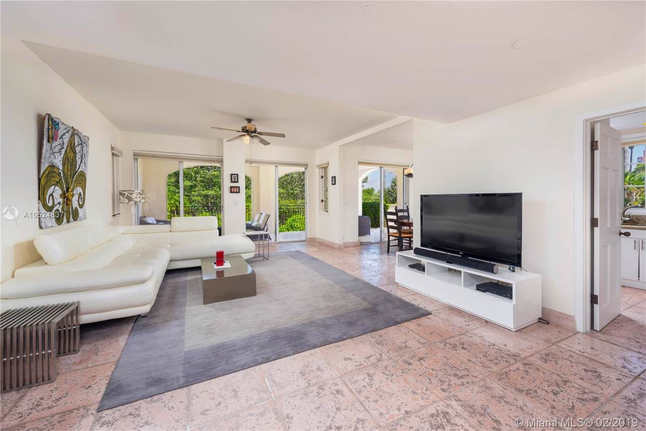 19211 Fisher Island Dr - Photo 1