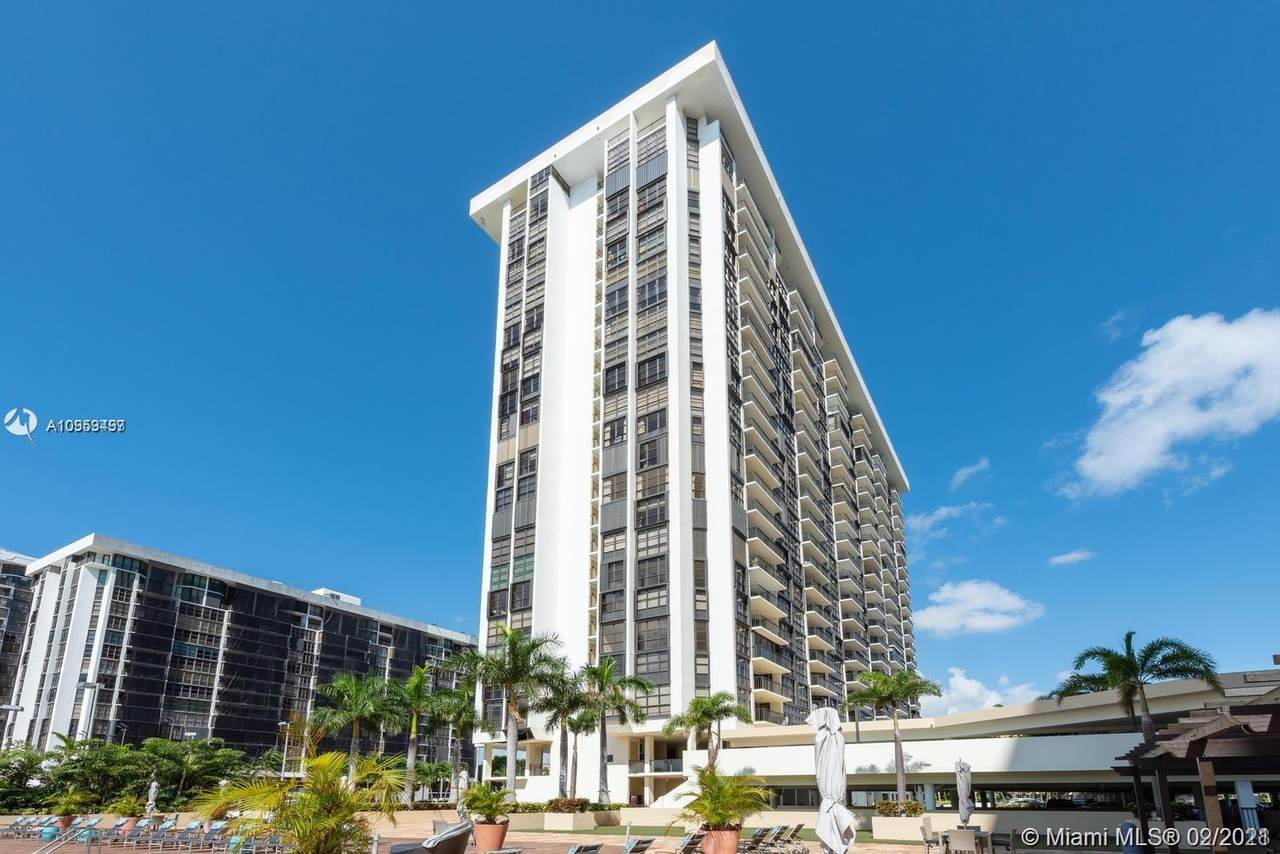 1901 Brickell Ave - Photo 1